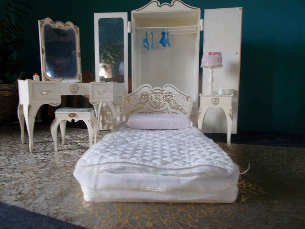 Vintage Sindy Doll Bedroom Furniture Wardrobe,dressing Table And  Stool,bed,bedside Table
