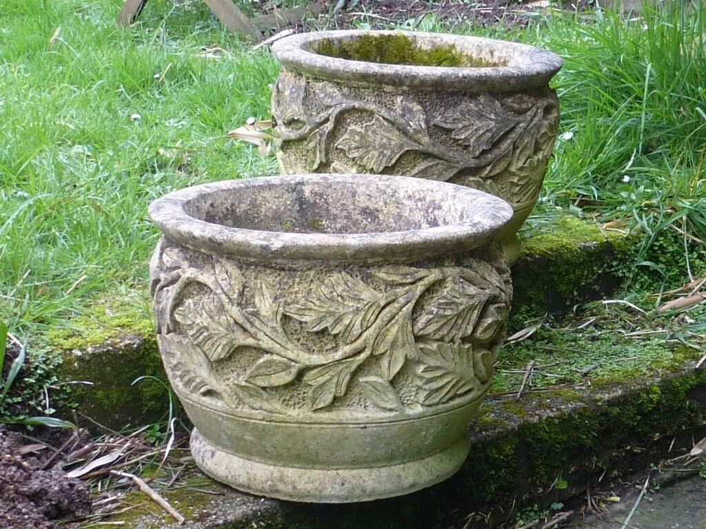 Beautiful Stylish Pair Of Scroll Leaf Detailed Cast Stone Garden Planters Garden Pots