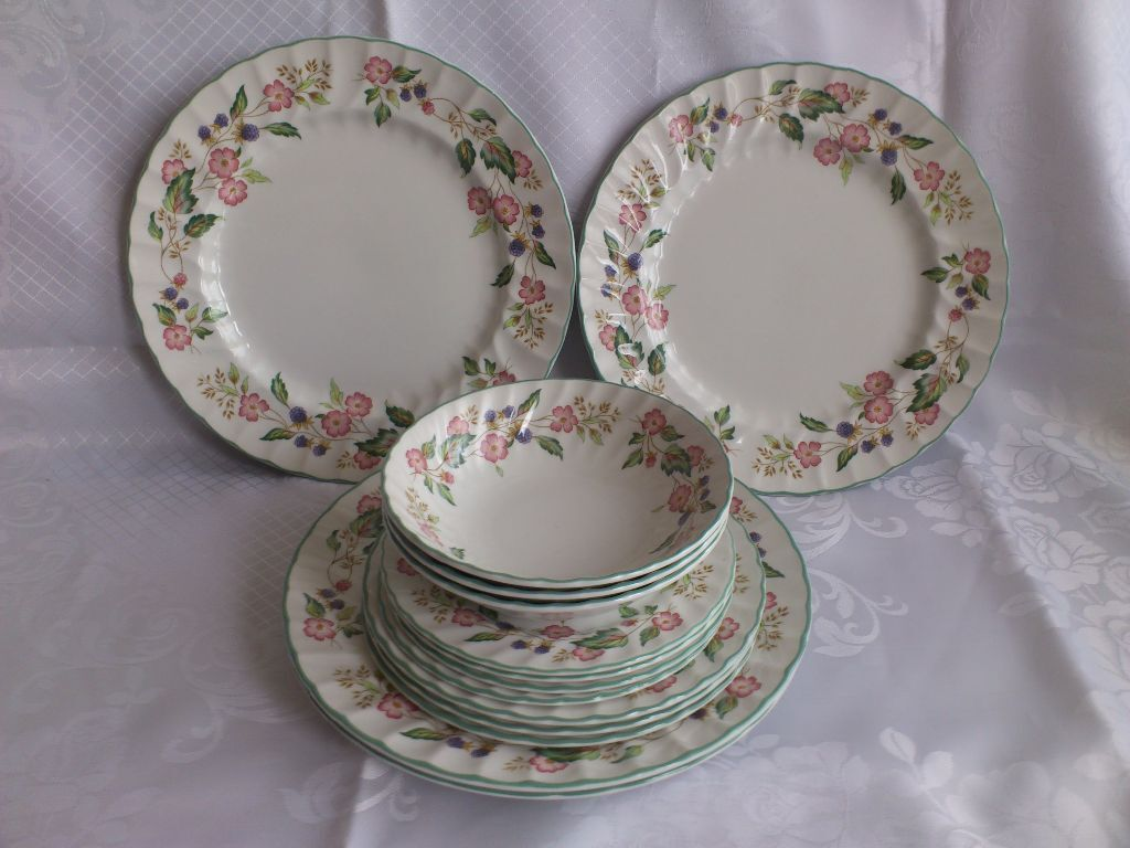 BHS VICTORIAN ROSE DINNER SET DINNER SALAD AND TEA PLATES SOUP BOWLS MILK JUG SUGAR BOWL & BHS VICTORIAN ROSE DINNER SET DINNER SALAD AND TEA PLATES SOUP BOWLS ...