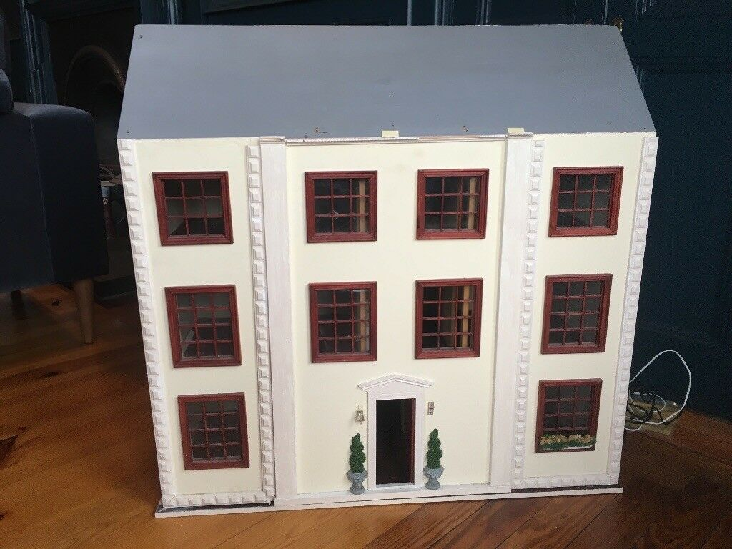 Collectors Dolls House  Georgian Mansion With Selection Of Furniture.