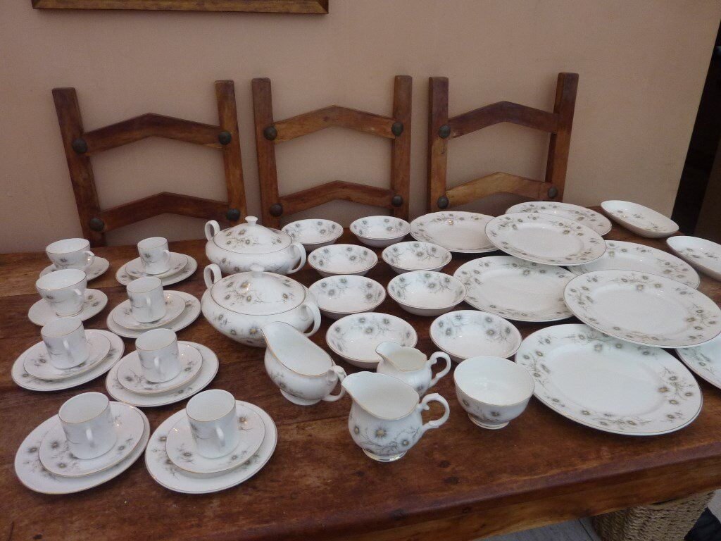 Large Vintage China Dinner Set Wedgwood 42 Piece Pretty & Large Vintage China Dinner Set Wedgwood 42 Piece Pretty | in ...