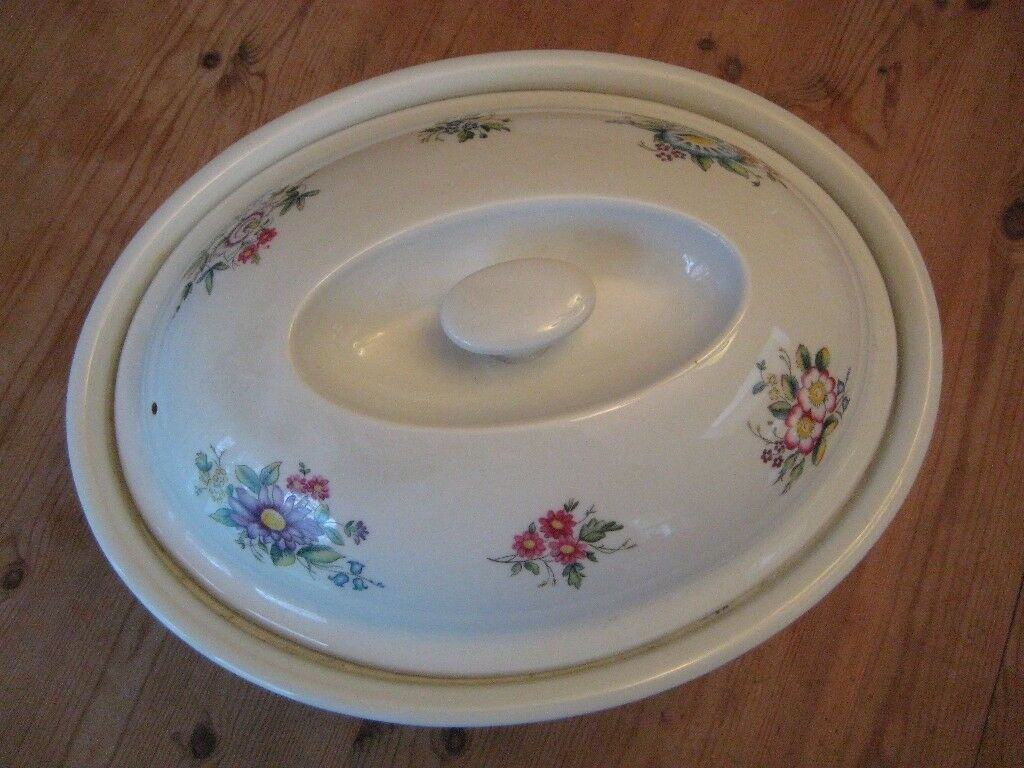 Great Large Royal Worcester Casserole, Fine Porcelain   Oven To Table Ware    Perfect Condition