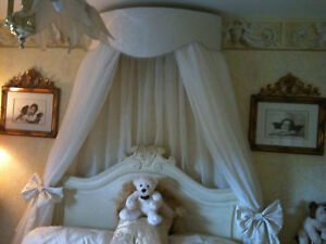 FABULOUS LARGE BED CANOPY/CORONA CREAM OR WHITE INC VOILE U0026 BOWTIES
