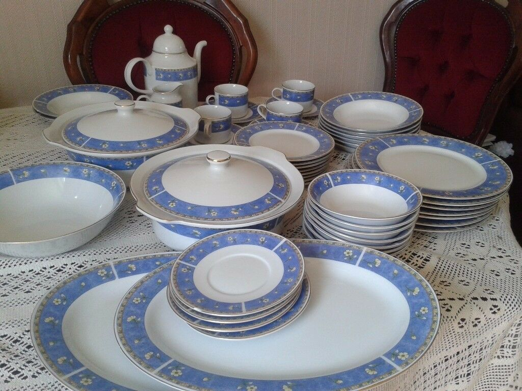 Beautiful Dinner Set for sale & Beautiful Dinner Set for sale | in Leicester Leicestershire | Gumtree