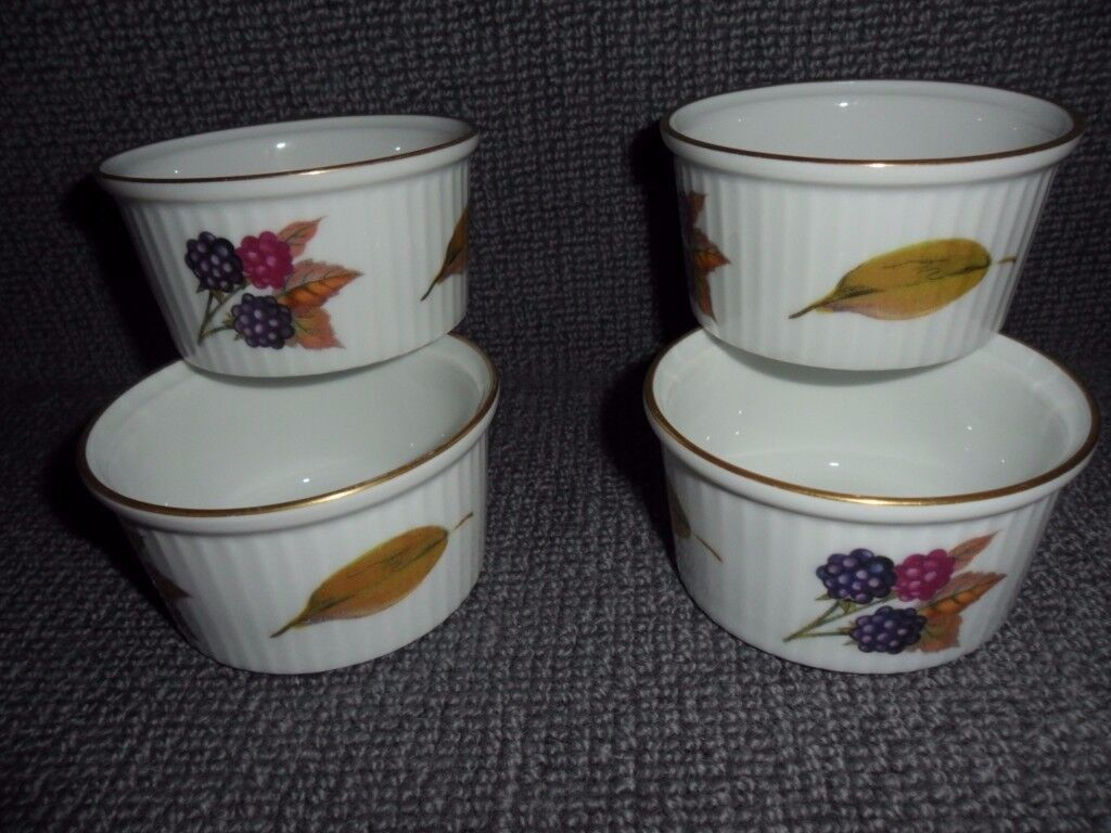 Superbe A Set Of 4 X RAMEKIN DISHES Royal Worcester EVESHAM   Fine Porcelain  Freezer To Oven