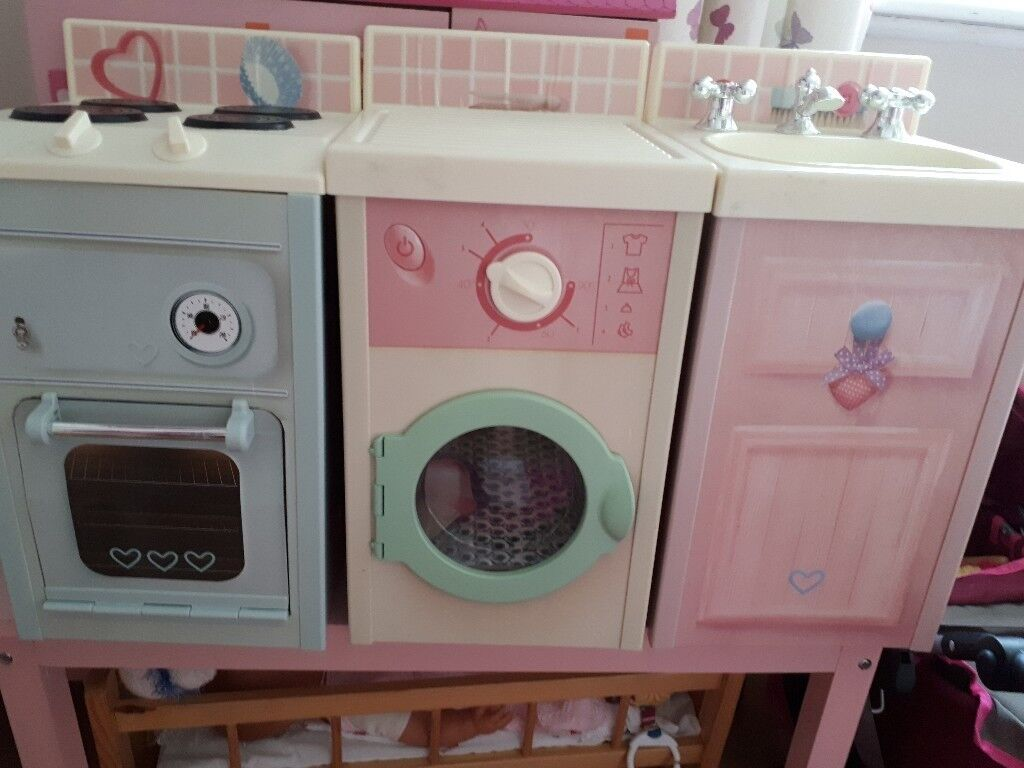 Childs play kitchen. Sink cooker and washing machine. Suitable for 2-5years & Childs play kitchen. Sink cooker and washing machine. Suitable for 2 ...