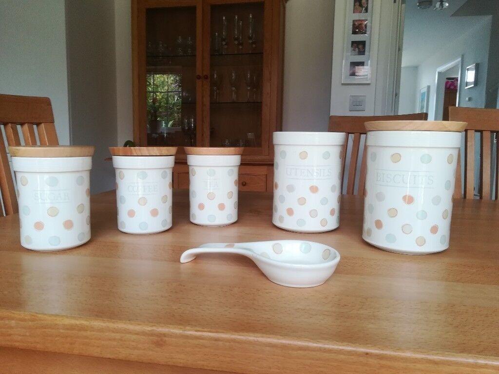 Ceramic Kitchen Storage Jars With Wooden Lids