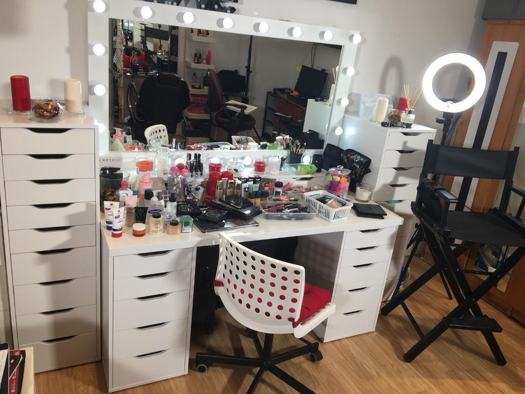 Full Furniture MakeUp Units. Price Is In Description.