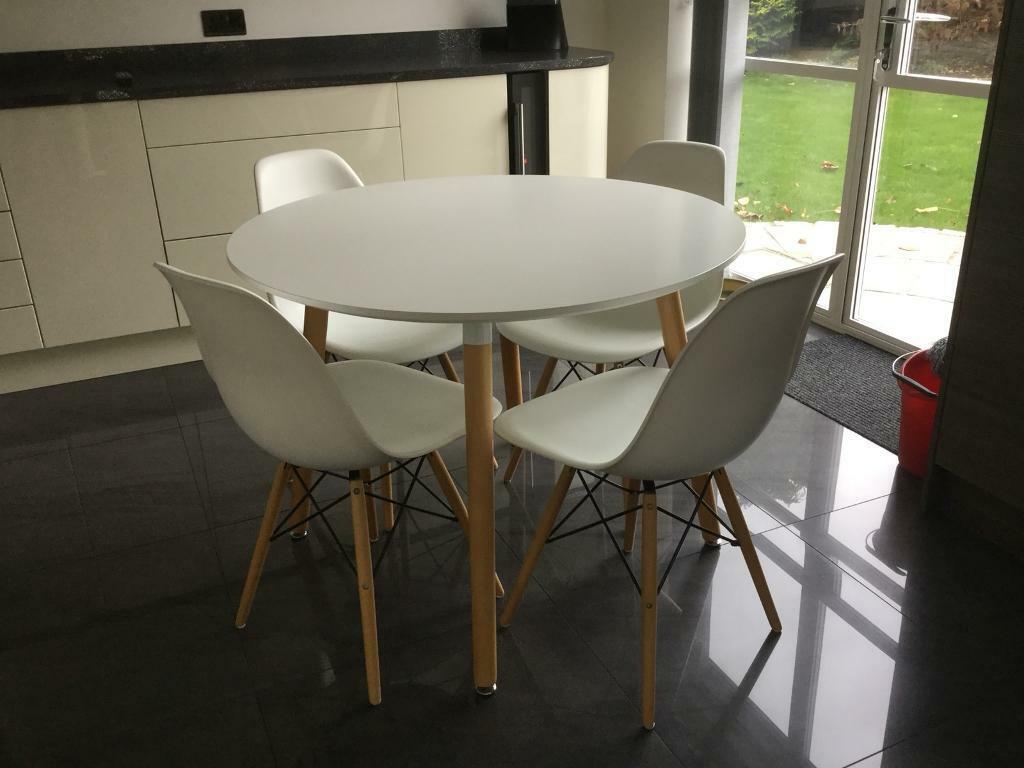 Merveilleux MODERN WHITE DINING TABLE AND 4 BUCKET CHAIRS
