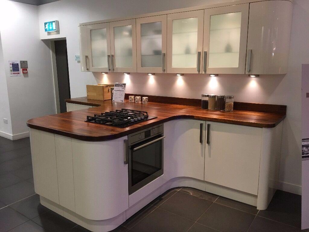 Beau Magnet Kitchens Ex Display: Studio Cream