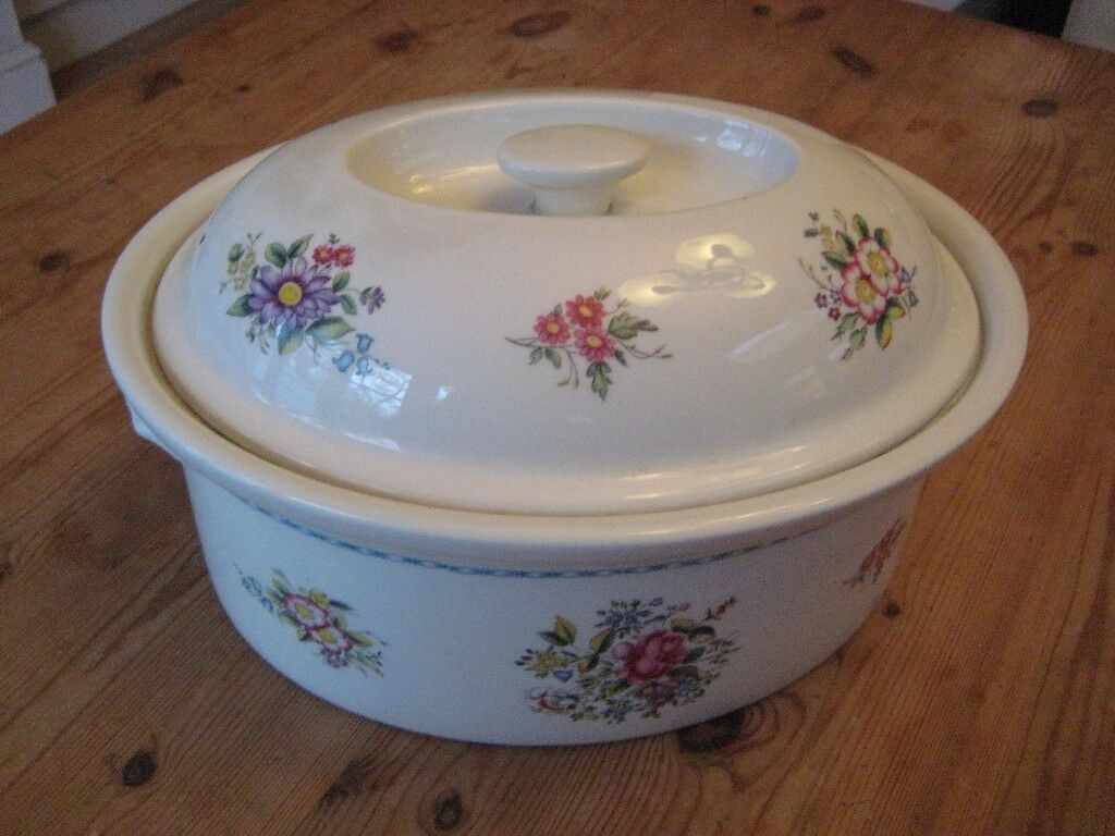 Attractive Large Royal Worcester Casserole, Fine Porcelain   Oven To Table Ware    Perfect Condition