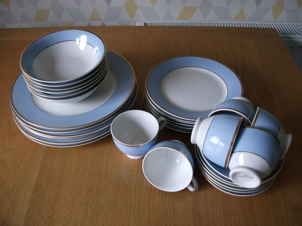 Pretty blue and white set with gold trim. 6 place setting. & Pretty blue and white set with gold trim. 6 place setting. | in ...