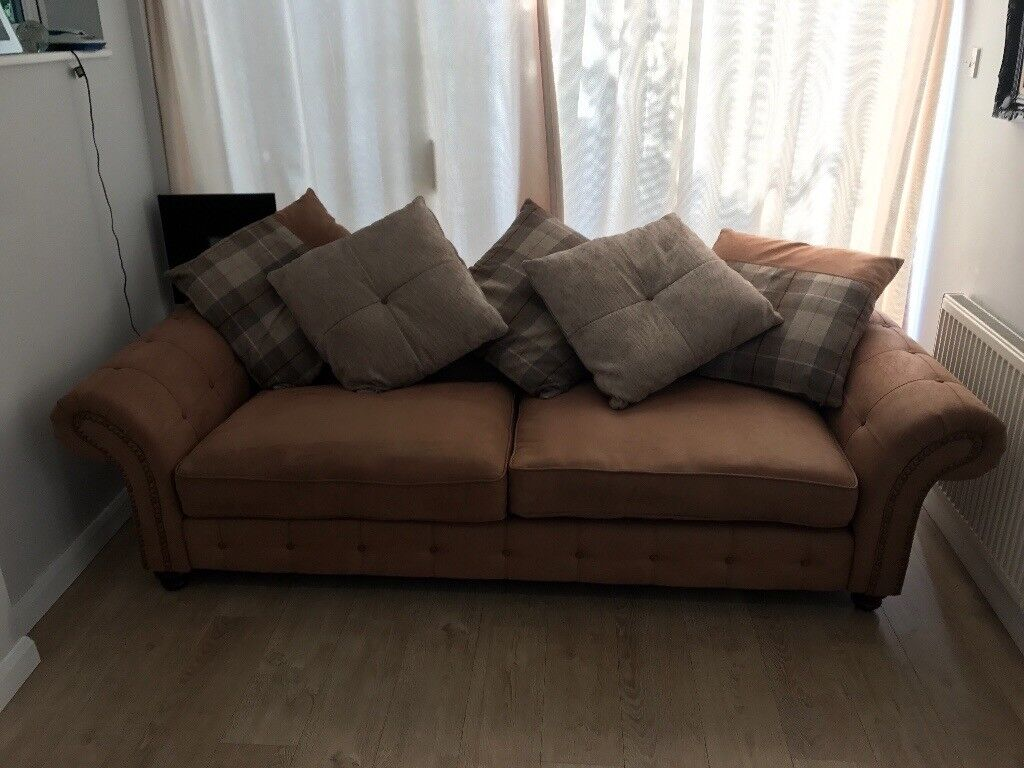 Woodland Chesterfield DFS 4 Seater Sofa Inc Cushions RRP £1598