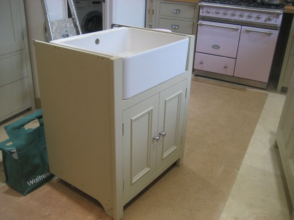 Attirant Neptune Sink Unit With Villeroy Bosh Belfast Sink Vgc