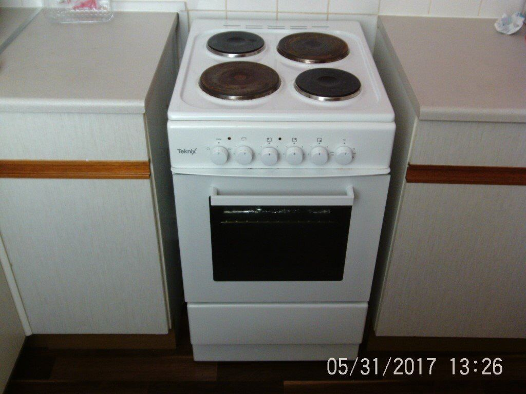 Single Oven Electric Cooker Part - 49: Teknix Cooker TK50SEW White 50cm Single Oven Electric Cooker With 4 Solid  Plate Hob