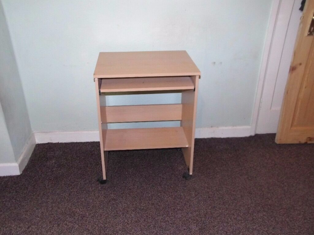 small desk with pull out shelf por