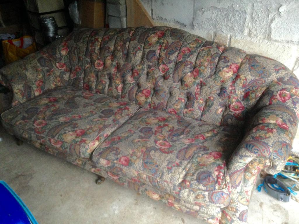 Delicieux Vintage Chesterfield Style Paisley Print Sofa