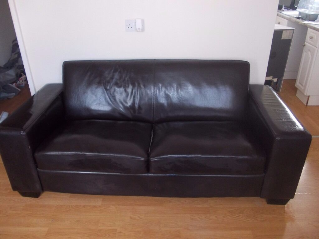LARGE DARK BROWN LEATHER SOFA. VERY CLEAN AND TIDY. 3 SEATER. SEE FULL