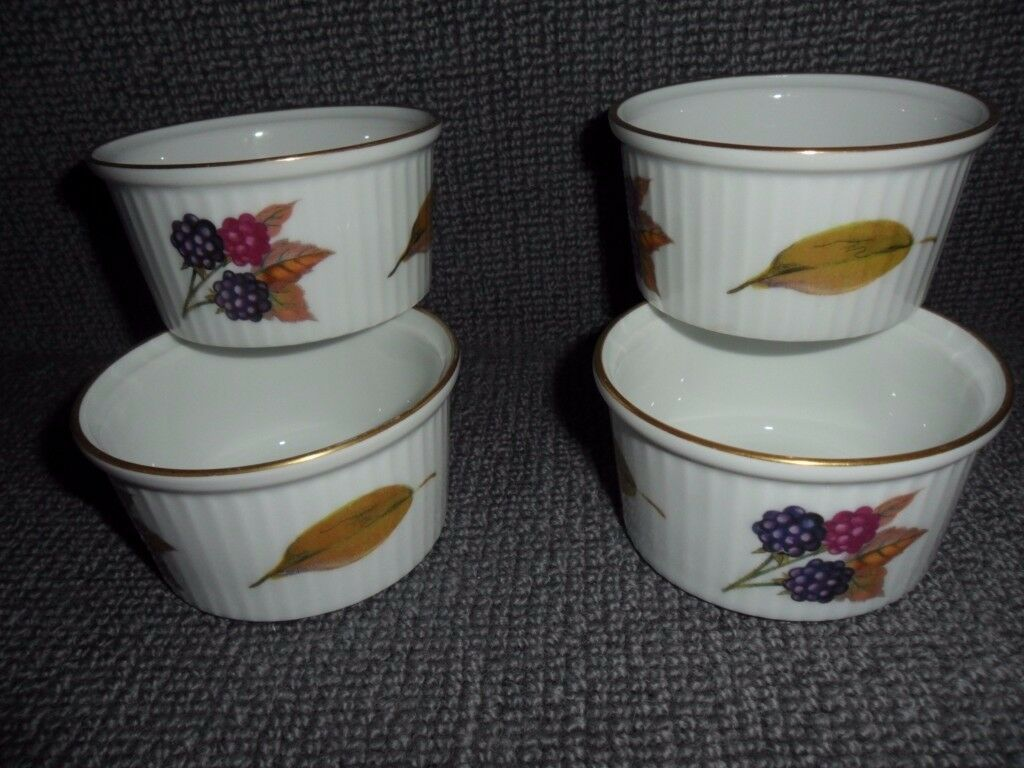 A set of 4 x RAMEKIN DISHES Royal Worcester EVESHAM - Fine Porcelain Freezer to Oven & A set of 4 x RAMEKIN DISHES Royal Worcester EVESHAM - Fine Porcelain ...