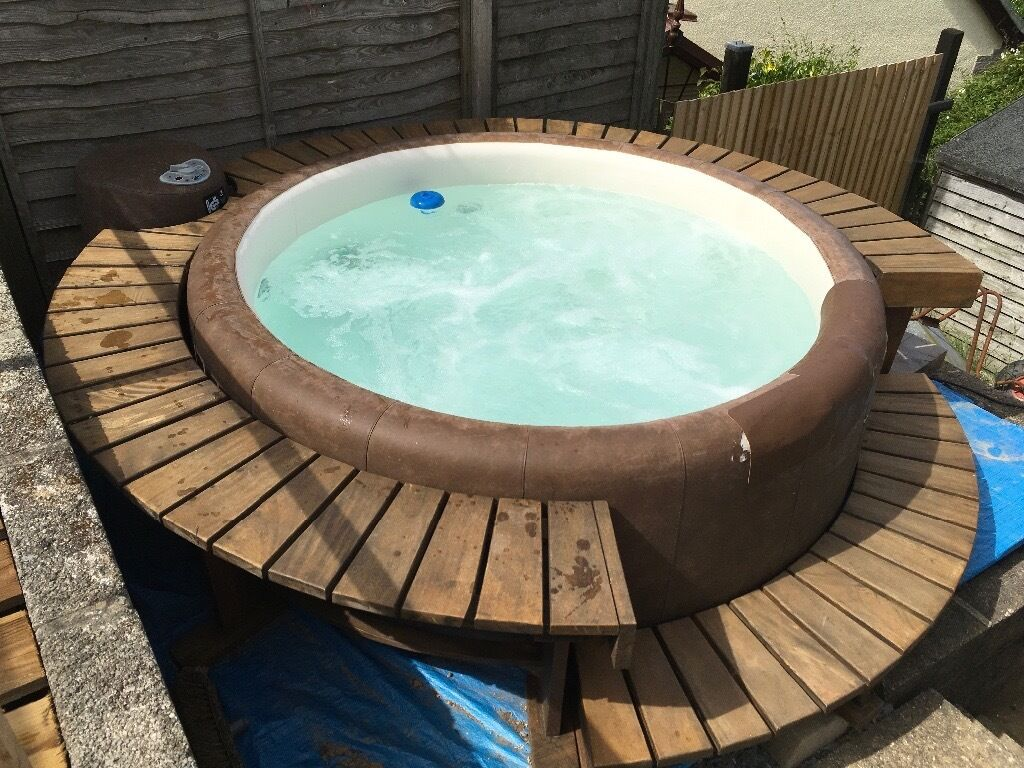 softub resort t300 hot tub plus wooden surround rrp new