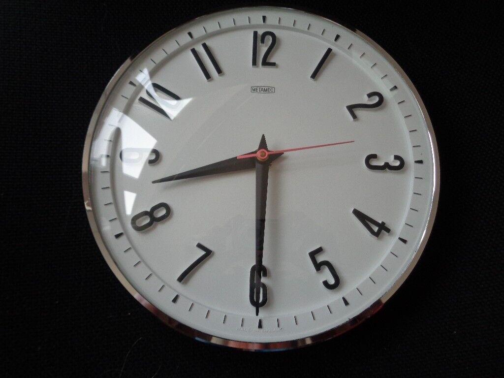 Vintage White 1960s Metamec Battery Wall Clock   Retro Kitchen Clock