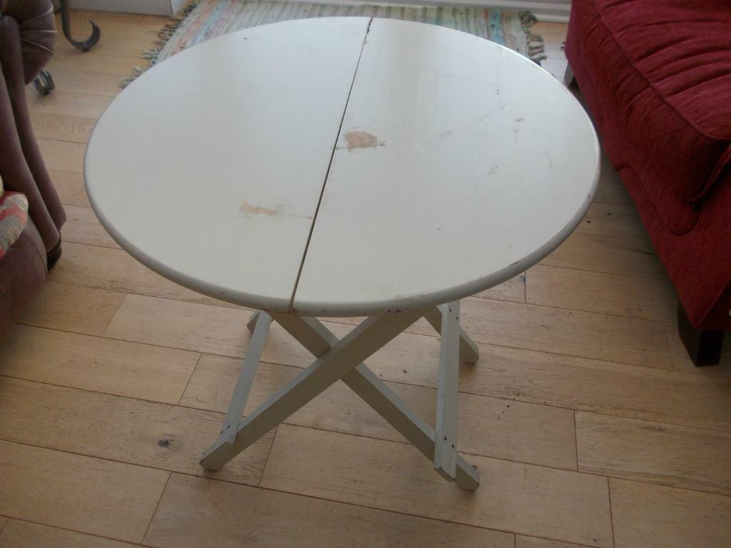 Genial IKEA HISHULT SMALL ROUND FOLDING TABLE.USED CONDITION