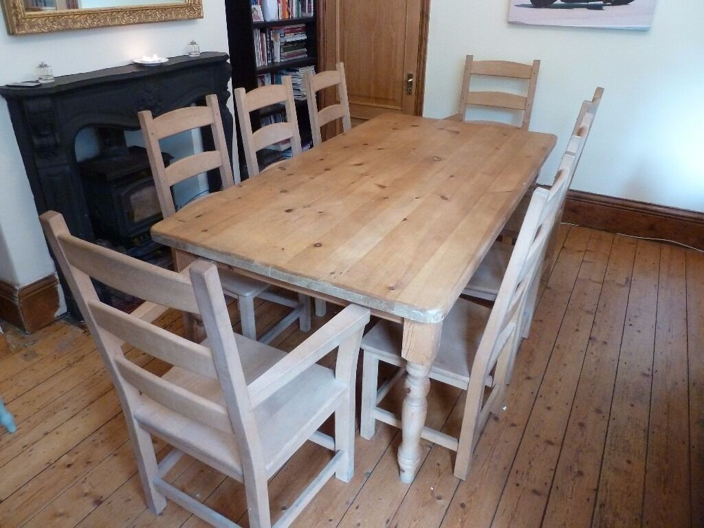 SOLID PINE RUSTIC FARMHOUSE TABLE AND 8 CHAIRS, IN GOOD CONDITION