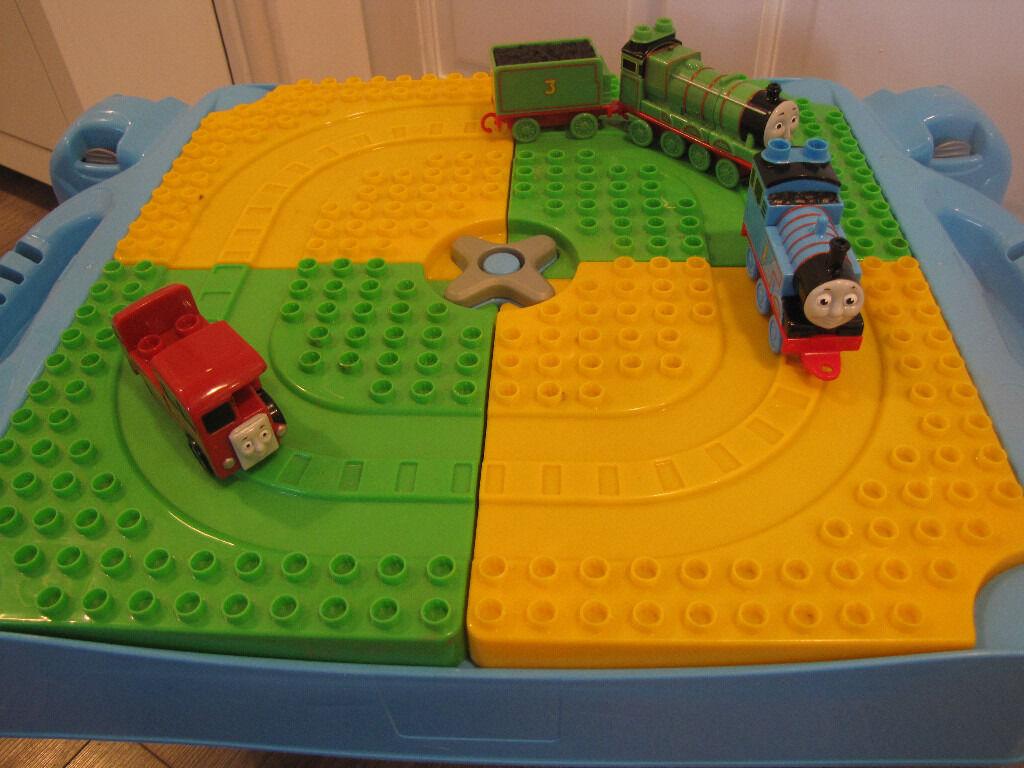 LEGO DUPLO / MEGA BLOCKS PLAY TABLE WITH THOMAS THE TANK ENGINE BLOCKS