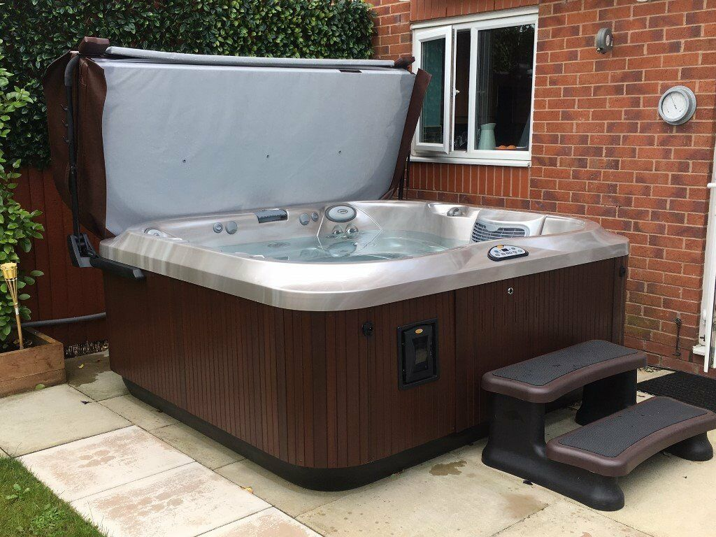Jacuzzi J 355 Five To Six People Spa Hot Tub Only 1 Year Old  Cost
