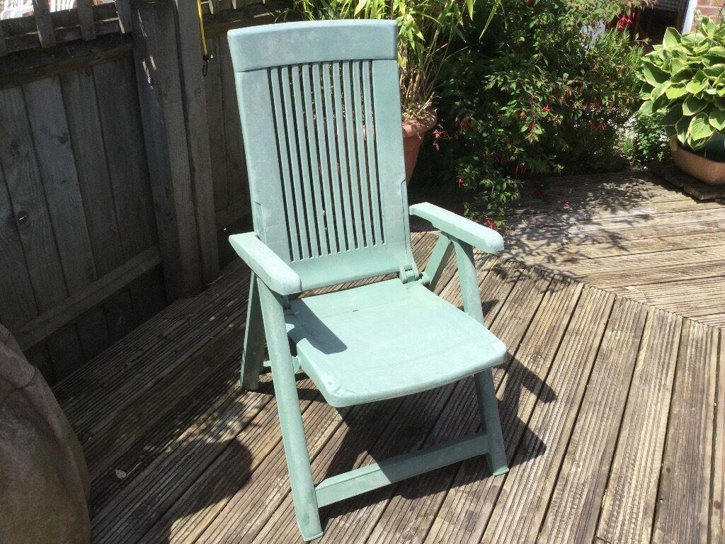 Green foldable reclining plastic garden chair. In full working order. & Green foldable reclining plastic garden chair. In full working ... islam-shia.org