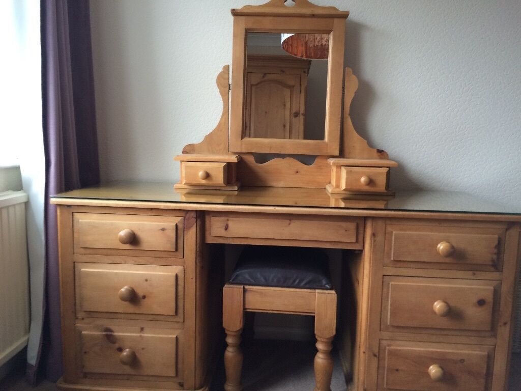 SOLID PINE DRESSING TABLE WITH GLASS TOP PROTECTOR, VANITY MIRROR AND  LEATHER TOP STOOL