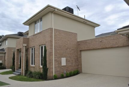 Ensuite room for $125 per week (per person) in Chadstone Malvern East Stonnington Area Preview