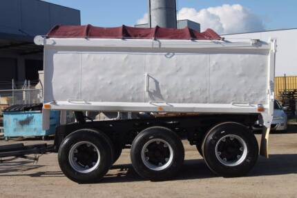 1993 Kembla Tri Axle Pig Trailer, Stock 637