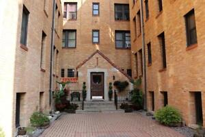 Windsor Bachelor Deluxe Apartment for Rent: 274 Giles Blvd. W.