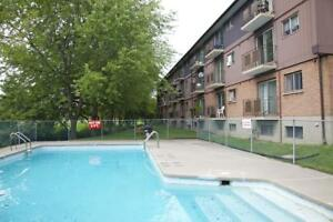 Outdoor pool, pet friendly Kingston 1 Bedroom Apartment for Rent