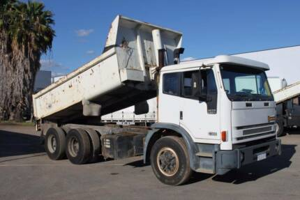 1997 International Acco 2350G Tipper, Stock 724