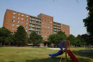 3 bdrm - Short Walk to St. Lawrence College! - 204 Queen Mary Rd