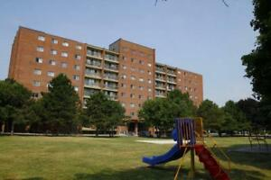 2 bdrm - Short Walk to St. Lawrence College! - 204 Queen Mary Rd