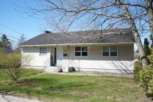 701 Montgomery St - 6 bed, 2 kitchens, 2 bath, STUDENTS