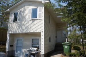 593 Kitchen St - 5 Bed, Close to Campus, Util Inc! 1/2 off First