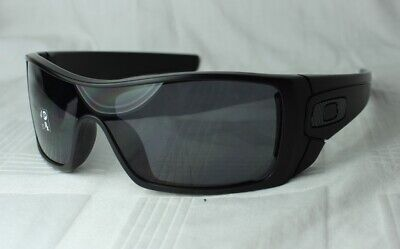 OAKLEY OO 9101-04 BATWOLF Black - Grey Polarized NEU