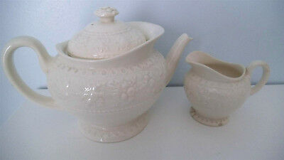 Wedgewood wellesley teapot and milk jug set