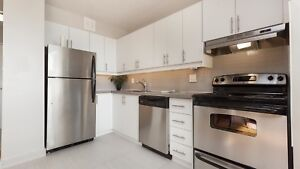 2 Bed - Open Concept & Renovated - Walk to Don Mills Station!