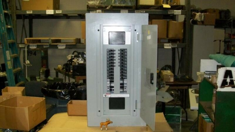 Siemens Distribution Panel 208Y / 120 3 Phase 4 Wire 250 Amps Main Lug Only