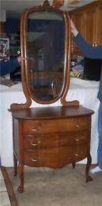Carved-Quartersawn-Oak-3-Drawer-Dresser-with-Mirror-carved-feet