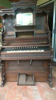 1899 to 1903 Antique Clough and Warren Company Pump Organ
