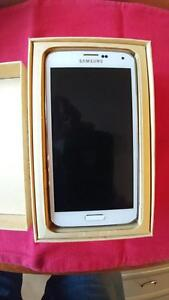 Samsung Galaxy S5 G900W8 mint with new Otterbox Defender case Strathcona County Edmonton Area image 4