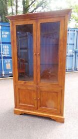 WILLIS AND GAMBIER Display Unit Cabinet,Excellent Condition,Possible Delivery