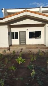 Brand New Gorgeous Gated 3 Bed, 3 Bath Townhouse in Tranquil Tam
