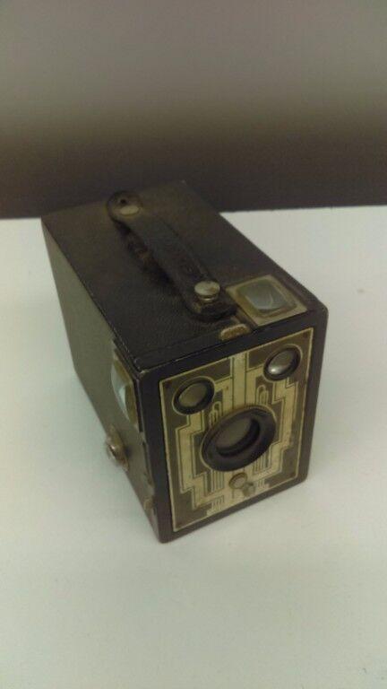 ( 2 ) Vintage Kodak Brownie Box Cameras Brownie Six & Brownie No. 2A